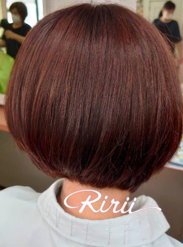 こんにちは✨ リリー美容室です✨✨ https://nakagiri.ririi.jp/ ヘアカラーは 艶カラーにしちゃって ベリーピンク 8トーンくらいかな? 炭酸トリートメントの フルコース🥺 ありがとうございます。 ショートヘアの安定の スタイル✨ 2センチ伸びるのが、 我慢できないショートボブ 仕上がりにエヌドットの スタイリングセラムをつけて 後ろの髪の毛をポムポム🤲✨ させて完成🤲 無意識にポムポムして すいませんでしたw ボブスタイルの後ろをポムポムしてしまう クセがあるみたいです🙏❤ リリー美容室は コロナ対策実施店です✨ リリー美容室のInstagram、 Facebookをフォロー していただいた お客様は ツル艶になる トリートメントを サービスいたします🙆 スタッフに画面を見せてね🎵 #オーガニックカラー #リリー美容室 #美容院 #ポムポム #エヌドット #北区美容院 #名古屋市北区 #美容学生 #girl #名古屋市北区美容室 #ヘアカラー #美意識高い人と繋がりたい #美容垢 #美容師になりたい #美容学校生 #シルキーカット #髪染めたい #美容好き #ボブスタイル #ヘアメイク #オタク女子 #オタク部屋 #オタクコーデ #参戦服 #隠しきれないオタク #量産型オタク #ショートボブ #LJK #JK3 #コロナ対策実施店